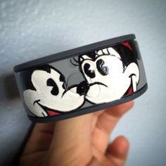 Check out these 5 hand painted Disney magic bands. Wear one of these on your wrist on your next trip to the Disney parks. Disney Princess Facts, Disney Fun Facts, Disney Vacations, Disney Trips, Disney 2015, Walt Disney, Disney Planning, Disney Ideas, Punk Disney Princesses