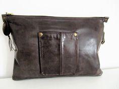 Leather clutch grey handbag por LAMILAcanvas en Etsy                                                                                                                                                                                 Más