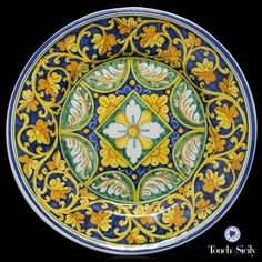 """Plate with central desy - Tre Erre Ceramiche is synonymous of """"Barocco Palermitano"""", the richest form of art in all its splendor."""