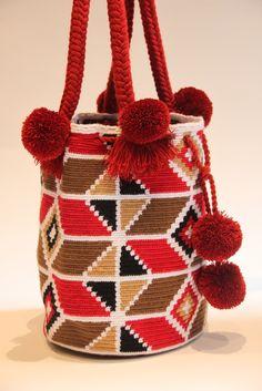 Imagen relacionada Boho Bags, Tapestry Crochet, Diy Home Crafts, Diy Crochet, Kilim Rugs, Straw Bag, Artsy, Reusable Tote Bags, Purses