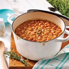 Baked beans that have cooked all night - Camping Ideas Baked Bean Recipes, Beans Recipes, Slow Cooker Recipes, Cooking Recipes, Bean Varieties, Nutrition, Baked Beans, Chana Masala, Main Dishes