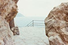 """Luigi Ghirri, Tellaro, 1982-85. Mostra """"Luigi Ghirri: Pensare per immagini"""", al MAXXI di Roma"""
