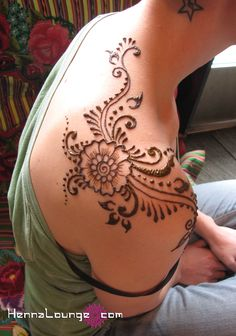 Although this is Henna, I still love the design for a tattoo!!!