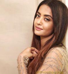 Indian Actress Photos, Indian Actresses, Comedy Circus, My Life My Way, Husband Birthday, Bollywood Celebrities, Biography, Photo S, Superstar