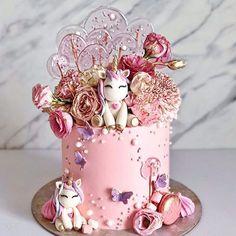 cake Art unicorn - 10 Beautiful Unicorn Cake Designs - The Wonder Cottage Unicorn Cake Design, Easy Unicorn Cake, Unicorn Cake Pops, Unicorn Gifts, Beautiful Birthday Cakes, Beautiful Cakes, Amazing Cakes, Beautiful Kids, Bolo My Little Pony