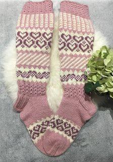 Marimekko, Knits, Christmas Stockings, Socks, Knitting, Holiday Decor, Needlepoint Christmas Stockings, Tricot, Breien