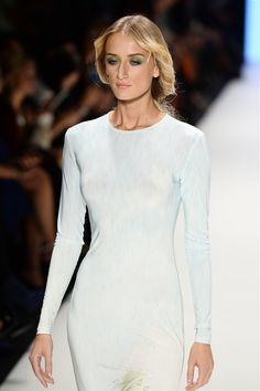 Vogue.com.tr – Defile – 2014 İlkbahar/Yaz - Tanju Babacan - İstanbul, Vogue Türkiye - 7 Red Beard, Celebrity Style, Youth, High Neck Dress, Vogue, Mint, Celebrities, Blouse, Womens Fashion