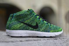 Nike lunar flyknit chukka in night factor. i waaaaant!