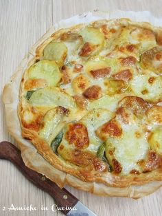 quiche of artichokes, potatoes and scamorza I Love Food, Good Food, Yummy Food, Antipasto, Vegetarian Recipes, Cooking Recipes, No Salt Recipes, Quiches, Polenta