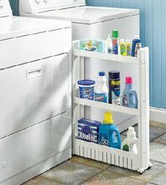 Sobrando um espacinho?Então crie um nicho para acomodar os produtos de limpeza.