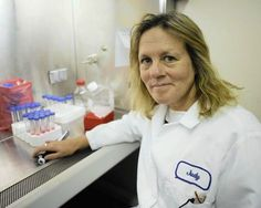 Judy Mikovits, Ph.D., biochimiste, spécialiste en biologie moléculaire avec plus de 33 ans d'expérience. Connue internationalement comme une véritable « Rock Star » du monde scientifique, elle a été directrice, à l'Institut National du Cancer, du laboratoire qui étudie les mécanismes des médicaments antiviraux avant de prendre la direction du programme de la biologie du cancer à l' « EpiGenX Pharmaceuticals ». C'est elle qui a fondé le premier institut de neuroimmunologie. Ses premiers…