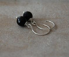Noble earrings with onyx stones in the size of 8 mm diameter. The stones are fully faceted and dangle on the earrings. All metal parts used are made of 925 silver. Shops, Stud Earrings, Etsy, Jewelry, Stud Earring, Craft Gifts, Ear Piercings, Schmuck, Tents