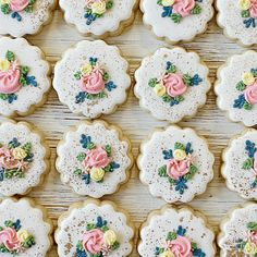 Pretty florals to kick off your weekend right. use stiff royal icing and a variety of tips to get variations for each of the… Royal Icing Recipe For Flowers, Stiff Royal Icing Recipe, Royal Icing Cookies, Sugar Cookies, Christening Favors, Gold Powder, Spice Cookies, Flower Cookies, Buzzfeed Food