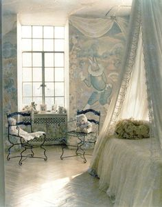 Fairy princess room  : Reminds me of Alice in Wonderland    I want this bedroom