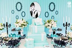 Tiffany e Co Purple Wedding Cakes, Themed Wedding Cakes, Wedding Cakes With Flowers, Wedding Cake Toppers, Flower Cakes, Gold Wedding, Tiffany Birthday Party, Tiffany Party, Blue Birthday