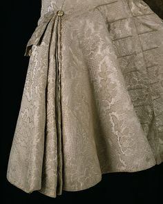 Man's Coat and breeches, Silk with pleats stiffened with an interlining of woven horsehair and buckram, and a layer of unspun wool. 18th Century Dress, 18th Century Costume, 18th Century Clothing, 18th Century Fashion, Historical Costume, Historical Clothing, Silk Coat, Frock Coat, Antique Clothing