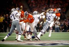 1978 dallas cowboys | Dallas Cowboys linebacker #56 Thomas Henderson hits Denver Broncos ...