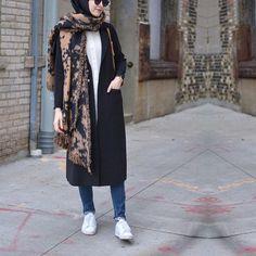 Uzerimden cikmayan ve kesimine bayildigim @clocheofficial hirkam ❤️ • #hijabfashion #hijabmodesty #hijabonline #fromwhereistand #hijabtutorial #hijab #hijabista #hijabstyle #hijaber #hijabstore #hijabdaily #modesty #modestfashion #fashion #hijabcantik #hijabmodern #muslimah #style #streeystyle #hijabhigh #hijabtrend #hijabcasual #abaya #hijabchic #chichijab #secilstore #streetstyle#streetwear