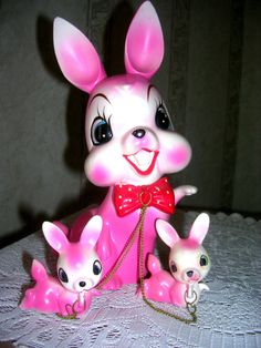VTG HOT PINK EASTER BUNNY MOM AND BABIES ON CHAINS JAPAN  60'S