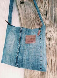 Denim Handbags, Denim Tote Bags, Denim Purse, Jean Purses, Jeans Fabric, Denim Ideas, Denim Crafts, Handmade Purses, Recycled Denim