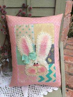 Primitive Easter / Spring Bunny Pillow * Small * Pink * GracieLouOriginals Source by Rabbit Crafts, Bunny Crafts, Easter Crafts, Easter Decor, Applique Pillows, Throw Pillows, Wool Applique, Diy Pillows, Spring Crafts