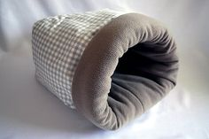 cosy cuddle sack / sleeping bag for cats (grey checked/coyote)