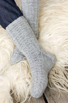 Pintaneule villasukat Novita 7 Veljestä Crochet Socks, Knitting Socks, Hand Knitting, Knit Crochet, Knitting Patterns, Knit Socks, Sexy Socks, Knit Wrap, Slipper Boots