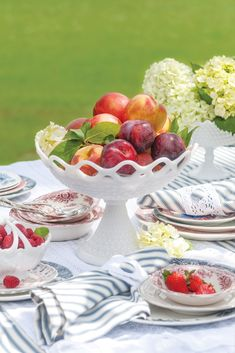 From crisp ticking and fine-spun linen to forever-favorite eyelet, the season's carefree fabrics mirror the lighthearted spirit of the halcyon days of summer, adding an extra layer of charm to all they adorn. Victoria Magazine, Halcyon Days, Embroidered Cushions, Linens And Lace, Fine Linens, Summer Breeze, My Living Room, Summer Drinks, Summer Hairstyles
