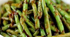 Ingredientes   500 g de vagens cortadas em pedaços de 5 cm  1 colher (chá) de flocos de pimenta-vermelha (ou a gosto)  4 dentes de alho pi...