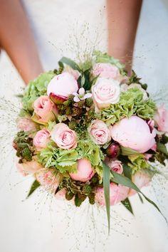 bruidsboeket-rozen-pioenrozen29