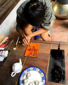 A lacquer painter working at the entrance of the Dinh Kim Ngan communal house along Hang Bac. Hanoi Vietnam, Vietnam Travel, Blue Forest, Southeast Asia, Painting Art, Entrance, Tourism, Travel Photography, House