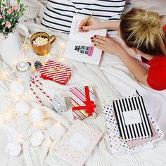 """Masz już pierwsze pomysły na trafione prezenty? Jeśli potrzebujesz arkusz, w którym mogłabyś zapisać listę prezentów, koniecznie napisz w komentarzu ➡️➡️➡️ #plannermadamy, a dostaniesz za darmo arkusz """"Lista prezentów""""."""