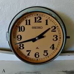 1000 images about horloges vintage on pinterest vintage metal wall clocks - Horloge murale vintage ...