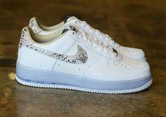 reputable site 04f31 00113 La Nike Air Force 1 Low finira l année en beauté, avec cette version  QuickStrike Comfort toute de blanc vêtue avec sa mid sole icy blue et son  snakeskin ha
