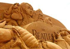 The Beatles - Beach Sand Art Sculpture Snow Sculptures, Sculpture Art, Statues, Ephemeral Art, Ice Art, Sidewalk Art, Grain Of Sand, Sand And Water, Sand Art