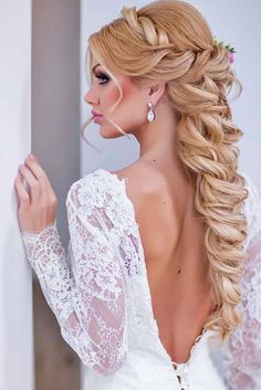18 Oh So Perfect Curly Wedding Hairstyles ❤ Almost all of the curly wedding hairstyles are for girls with straight hair. It will create a nice effect for brides. Take a look at different variants See more: www.weddingforwar... #weddings #hairstyles