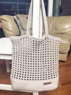 Discover thousands of images about Aspen Shoulder Bag Crochet Beach Bags, Bag Crochet, Crochet Market Bag, Crochet Handbags, Crochet Purses, Crochet Gifts, Cute Crochet, Crochet Patron, Yarn Bag