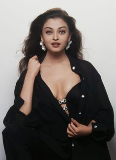 Aishwarya Rai Bachchan #Style #Bollywood #Fashion #Beauty #Sexy