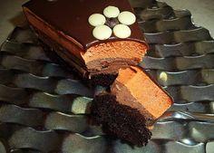 Συνταγή για τούρτα σοκολάτα πορτοκάλι από τη Σόφη Τσιώπου  Μια φανταστική συνταγή για τούρτα σοκολάτα πορτοκάλι ιδανική για μια γιορτή η γενέθλια.    Μπορεί τα υλικά για τη τούρτα να σας φαίνονται πολλά,όμως είναι πανεύκολη να τη φτιάξετε