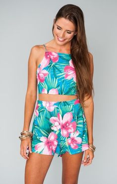What to wear to a luau Party 40 Hawaiian Outfits0361