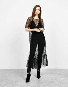 Puantiyeli uzun elbise. Bununla beraber her hafta Bershka'da yeni ürünleri keşfedin