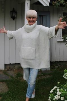 Best Clothing Styles For Women Over 50 - Fashion Trends Mature Fashion, 60 Fashion, Over 50 Womens Fashion, Fashion Over 50, Fashion Outfits, Fashion Tips, Mode Chic, Sweater Fashion, Pulls