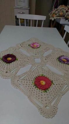 Crochet Table Mat, Crochet Doilies, Table Linens, Table Runners, Crochet Patterns, Diy Crafts, Blanket, Rugs, Handmade