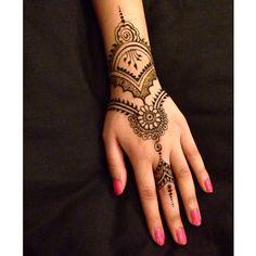 Moroccon style Henna   #henna #mehndi #tattoo Insta @m.designs1