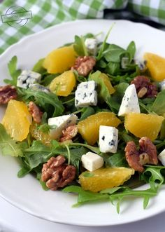 Salad with arugula, orange, blue cheese and nuts - Fast Healthy Meals, Healthy Eating, Cheap Easy Meals, Vegetarian Recipes, Healthy Recipes, Supper Recipes, Home Food, Pasta Dishes, Fresco