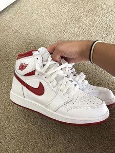 Jordan Shoes Girls, Girls Shoes, Michael Jordan Shoes, Aesthetic Shoes, Red Aesthetic Grunge, Aesthetic Vintage, Aesthetic Girl, Zapatillas Nike Jordan, Sneakers Fashion