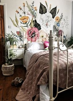 Wallpaper mural in the bedroom. Wallpaper mural in the bedroom. The post wallpaper mural in the bedroom. appeared first on wallpaper ideas. Home Interior, Interior Design, Home And Deco, Dream Rooms, My New Room, Home Bedroom, Bedroom Ideas, Bedroom Inspo, Floral Bedroom Decor