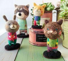 haco28+ - ちんまりさん Wool Felt, Felted Wool, Sewing Toys, Handmade Felt, Felt Art, Needle Felting, Puppets, Needlepoint, Teddy Bear