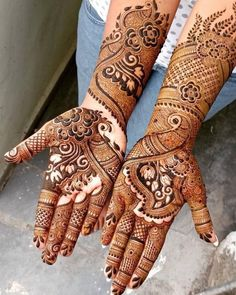 Can't get over the beauty of bridal Mehndi Designs for full hands? This full hand mehndi design with a mix of Indian and Arabic mehndi images is perfect for you! Get Amazing Collection of Full Hand Mehndi Design Ideas here. Simple and Easy Modern full. Latest Arabic Mehndi Designs, Full Hand Mehndi Designs, Henna Art Designs, Stylish Mehndi Designs, Mehndi Designs 2018, Wedding Mehndi Designs, Dulhan Mehndi Designs, Mehendi, Mehandi Designs