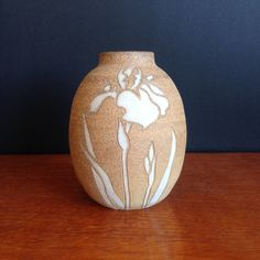 Australian studio pottery vase by Eric Juckert with iris motif Brutalist Design, Australian Vintage, Vintage Pottery, Pottery Vase, Contemporary Jewellery, Vintage Buttons, Iris, Vintage Jewelry, Studio